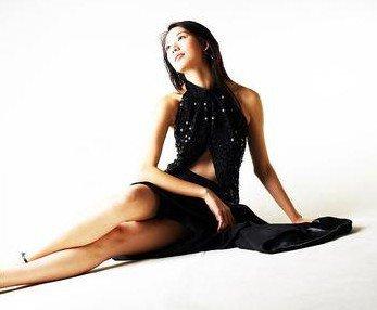 荷莉本身也是一个能传播可爱正能量的歌手,荷莉说自己的抱