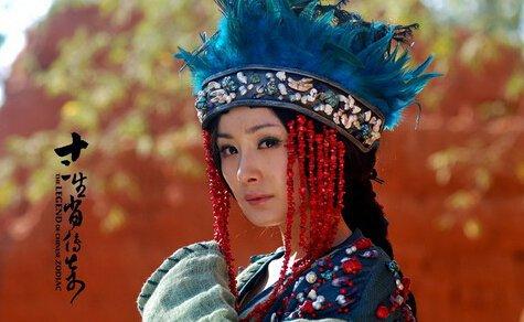 杨幂在电视剧十二生肖传奇中饰演的琉璃王国的国主青璃,是一个神秘图片