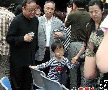 王刚娶了几个老婆 王刚现任老婆郑艳东个人资料及近况和图片图片
