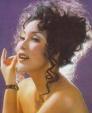 香港艳星余莎莉囹�a_余莎莉个人资料简介:余莎莉,香港上世纪70年代艳星,本名余佩芳,第57师