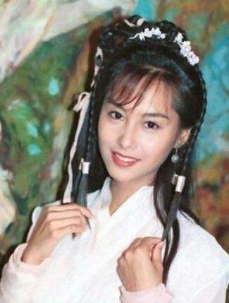 朱茵在1991年的时候出演《逃学威龙2》踏入影视行业,之后凭借出色的图片