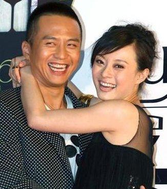 其次就是邓超出轨了等等都是两个人离婚的原因-邓超和孙俪离婚了吗