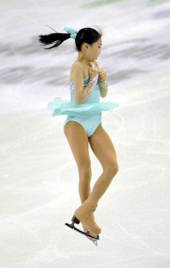 中国花样滑冰队运动员李子君是典型的95后女孩所特有的青春乐观,李子君出生于吉林省长春市,李子君还在08年的时候就已经去美国跟着教练学习滑冰,最近随着索契冬奥会的结束,李子君被传出已有男朋友,下面就为大家介绍李子君个人资料和近况和生活照 李子君的男朋友是谁。    李子君在小时候就在滑冰的方面表现出独特的天份,李子君的先天条件非常好,在协调性和悟性方面的很好,因此李子君的父母很注重她在这方面的培养。    李子君参赛的经历很丰富,09年的时候就已经是全国第十一届全运会的滑冰亚军,更是在同年获得全国青少年花样