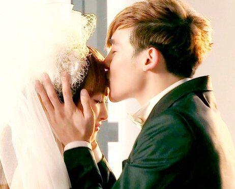 夫妇中的女方是fx的中国成员宋茜,出生于1987年,毕业于北京舞图片