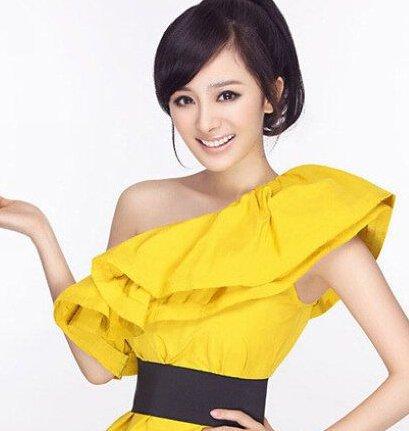 80后的内地人气女明星们中,杨幂也是不得不提的一个,新近杨幂不但升级成为辣妈,也在电视剧《古剑奇谭》中主演。