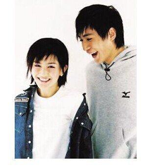 也生了一个可爱的混血儿儿子,现在刘烨的家庭生活特别的幸福,可是以前