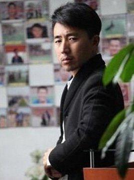 柳岩的老公叫做陈永青,陈永青并不是娱乐圈中的人,但是却十分的
