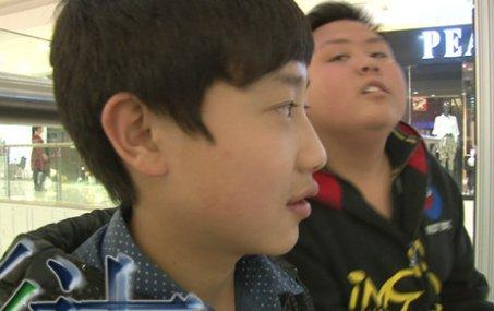 周云峰的女友就是同校的学生,但是实际上两个人只是好朋友,网上