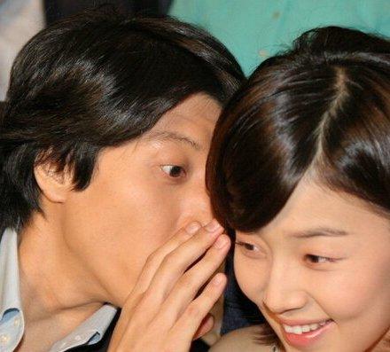 其实韩智慧此前最出名的恋情就是和李东健之间的分分合合,两个人恋