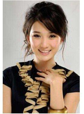 龙梅子的代表作主要有漂亮的姑娘就要嫁人啦、泪满天、你把爱情给