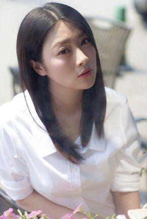 后来考上了安徽艺术学院,毕业之后成为了芜湖电视台的一个主持人.