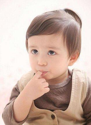 还记得韩国电影《天才宝贝》中那个可爱的小孩吗?