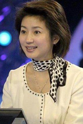 尤其是《经济半小时》让王小丫获得优秀主持人的称号-王小丫个人资