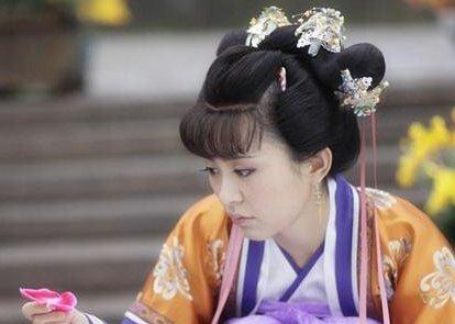 2011年《新还珠格格》热播,孙耀琦在其中饰演了金锁的角色,随着