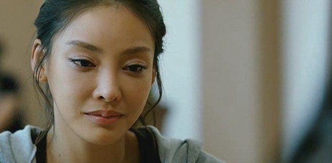 韩国盛产美女这是全部人都知道的事情,而韩国的女生经常为了要成名要出道而被潜规则,这些也是大家都知道的事情,韩国女星张紫妍就是其中的一位了,毕业与朝鲜大学的张紫妍,因为在拍摄CF广告而成功出道,下面韩国女星张紫妍个人资料/近况,张紫妍演过的电影下面立刻来看一下。  韩国女星张紫妍毕业于名牌大学,因为拍摄了广告而迅速走红了的韩国女星张紫妍,也开始拍摄电视剧了。  高挑的身材,明亮的眼神,在加上氧气美女的感觉,韩国女星张紫妍在当时候可以说是在模特界无人能敌哦!  不过,在演员方面,韩国女星张紫妍的所演过的电影还