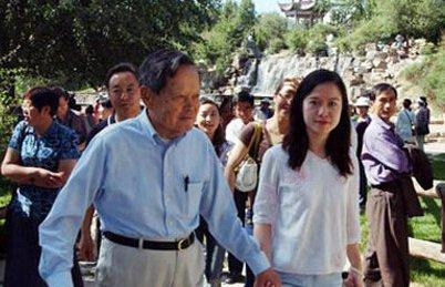宁年轻的妻子杨帆的个人资图片