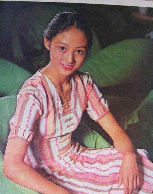 董智芝的气质是无人能及的,在上海舞蹈学院毕业之后的董智芝,也因