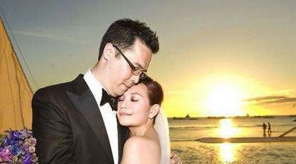 梁静茹赵元同结婚照分享   在2015年3月14日的时候,梁静茹带着可爱的
