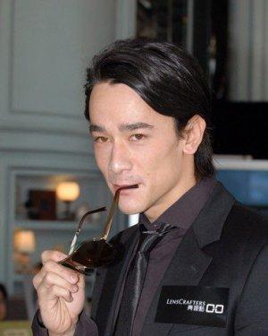 吴耀汉儿子吴嘉龙个人资料及近况和图片 吴嘉龙拍过的电影电视剧