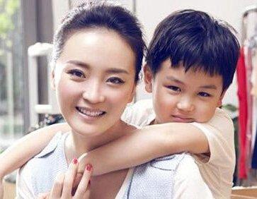 王艳在走红之前便与王志才注册结婚,2000年两人举行了婚礼,王志才