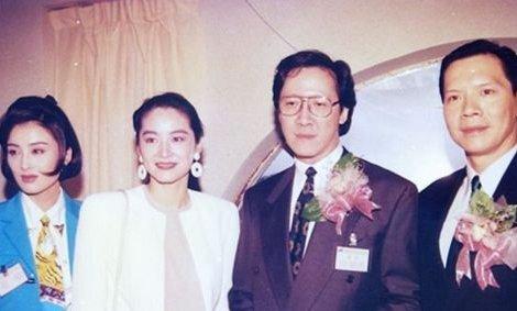 直到向华胜被曝光患有癌症之后,向华胜与老婆端木樱子才开始出现图片