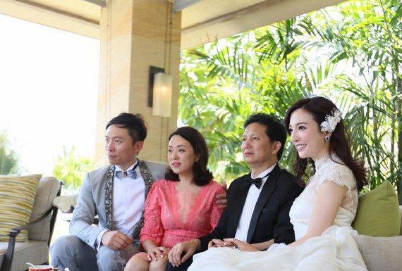 而在2014年,刘彦池更是搭上了富二代男友施亮,同年还举行了盛大的巴厘
