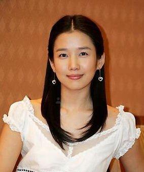 不过韩国目前有一个童星也叫作郑多彬,所以中国粉丝往往会将两个人
