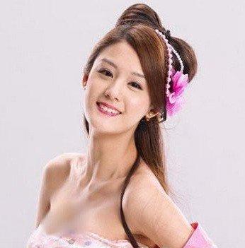 台湾女艺人宋纪妍发型图片和服装搭配