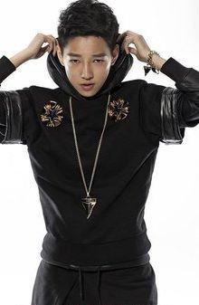 江天佑是一位可爱的小男生,作为韩国国技院跆拳道二段的身份,江天佑是