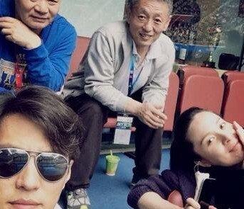 演员靳东妻子李佳个人资料及图片 靳东老婆