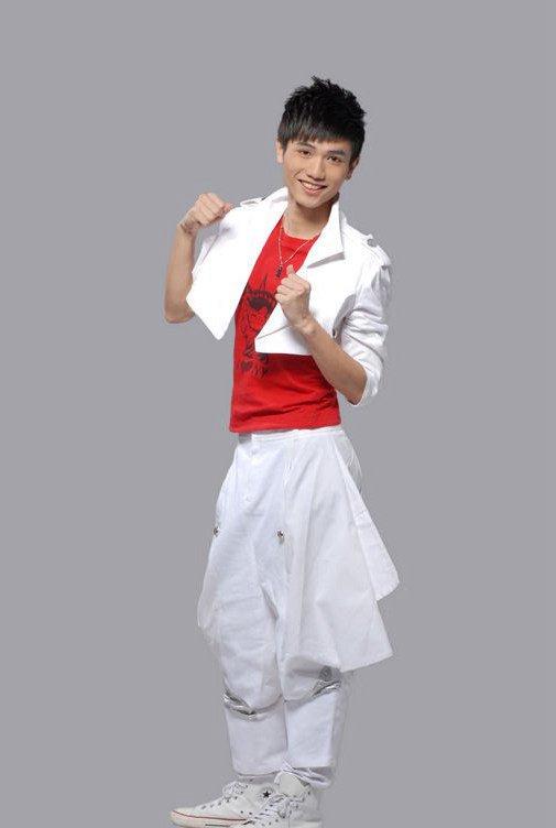 广东新闻联播主持人_牛奶哥哥是谁 牛奶哥哥的真名叫什么_大陆明星_明星 发藏网