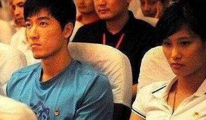 不过陆滢最出名的一件事就是陆滢当时和刘翔坐在一起,当时的陆滢好