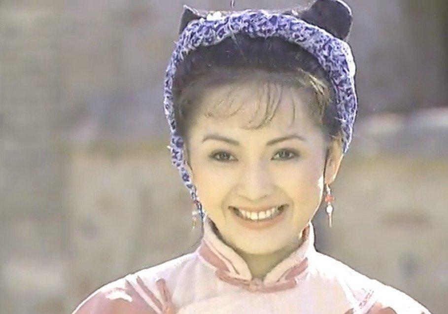作为中国内地女演员含香香妃刘丹,最为有名的就是拍摄了电视剧《还珠格格》中的香妃一角了,自从才琼瑶剧中曝光之后的含香香妃刘丹,在其他地方电视剧中的表现也让人印象深刻,主演过电影,更加在电视剧中有出色表现的含香香妃刘丹,所拍摄过的大部分都是古装剧,是含香香妃刘丹的代表作,更加让含香香妃刘丹继续成名了。  在中央戏剧学院毕业的刘丹,在1993年的时候,因为参演了首部电视剧《火把寨》从而进入了演艺圈,这是含香香妃刘丹首部电视剧,也算是知名度较高的电视剧。  在1995年,因为含香香妃刘丹的出色演技,含香香妃刘丹在