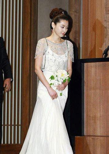 在2012年的时候,全智贤与韩国服装设计师李英熙的外孙,同样也是服装