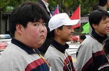 网络小胖真正的可爱是在2003年的时候,有网友将网络小胖的图片放在了