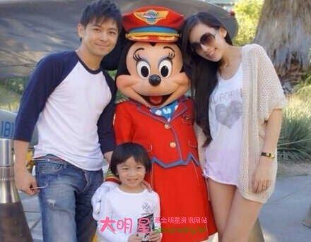 老婆林若仪的一对双胞胎儿子顺利出生了,在林志颖在微博中晒出的照片图片