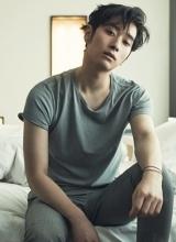 2PM灿盛missA霏情侣写真 暧昧挑逗半裸出镜