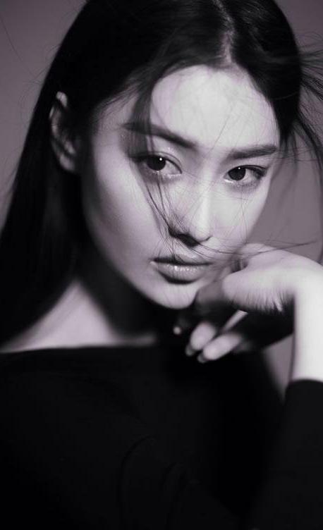 张馨予曝光一组黑白写真 清新可爱甜美迷人_明星图片
